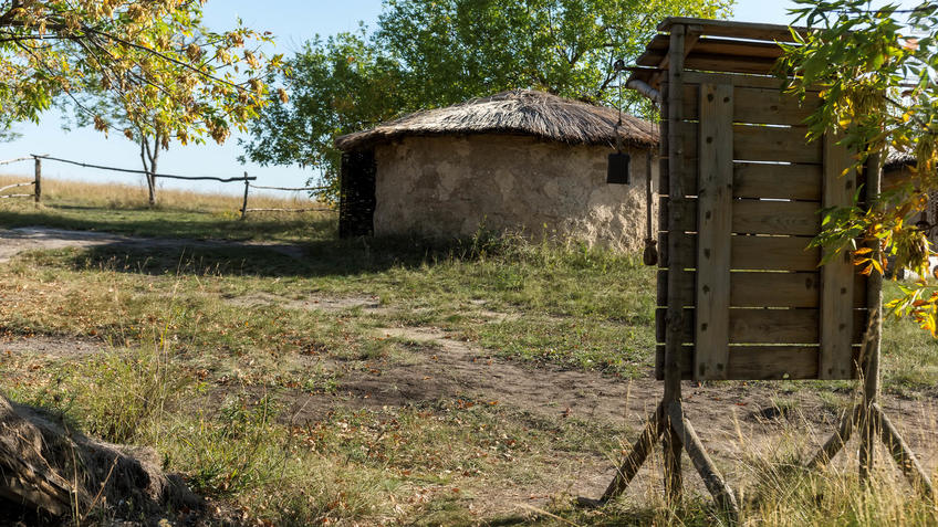 Саманные хижины. Археологический парк ʺОт кочевий к городамʺ::Дивногорье. 2017 сентябрь