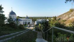 Вид на Лестница,  Дивногорский Свято-Успенский мужской монастырь  с лестницы