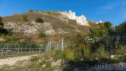 Вид  из-за ограды монастыря на Малые Дивы