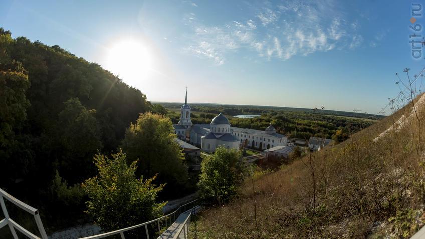 Вид  с лестницы на  Дивногорский Успенский мужской монастырь::Дивногорье. 2017 сентябрь