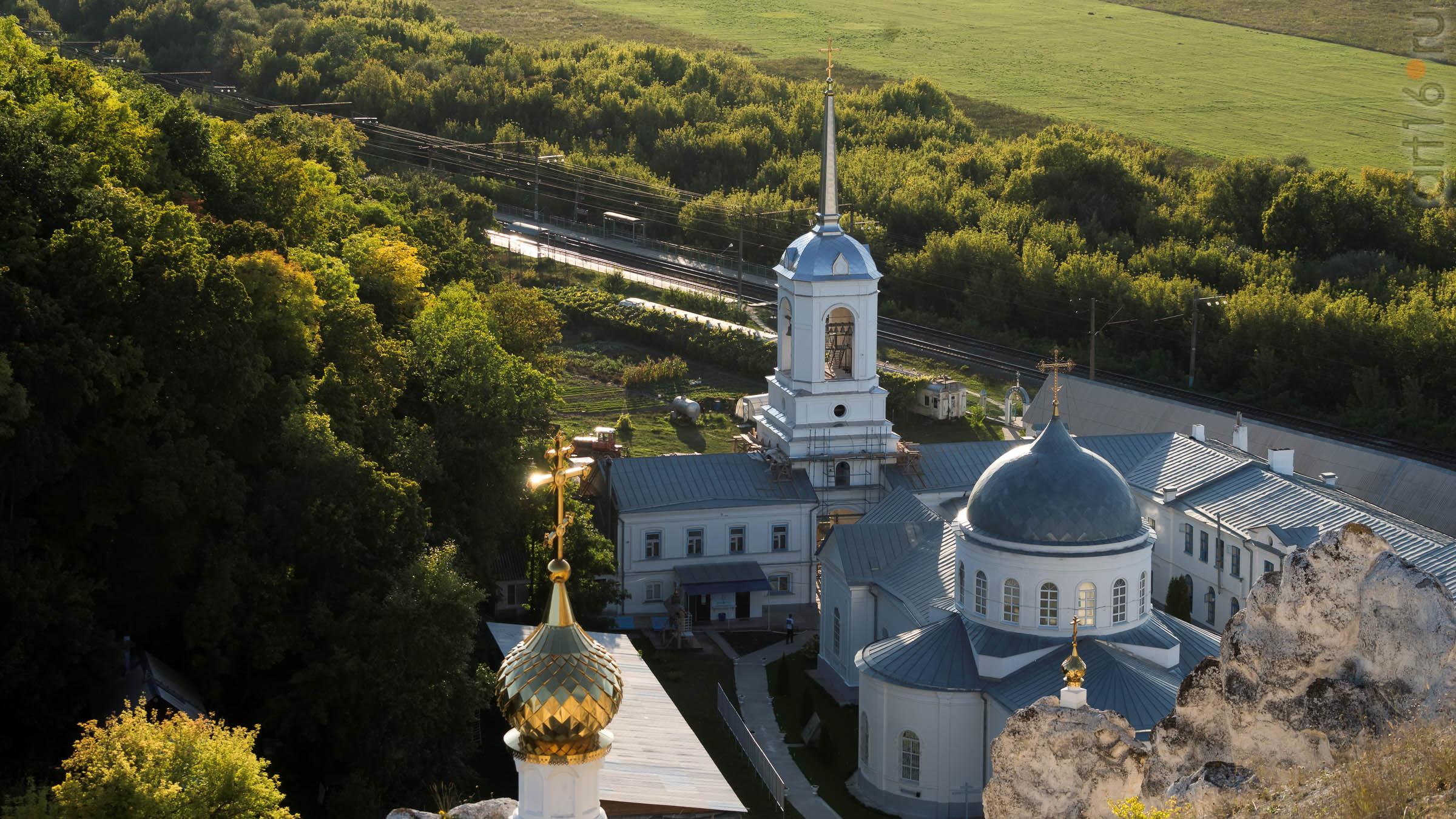 Вид на Дивногорский Успенский мужской монастырь::Дивногорье. 2017 сентябрь