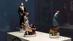 В центре: скульптурная группа ''Гадалка'', 1930