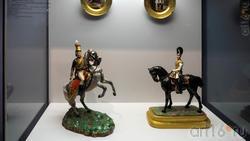 Скульптута «Офицер Лейб-Гвардии Гусарского полка начала царствования Александра I (1801 год)»/«Офицер Лейб-Гвардии Конного полка
