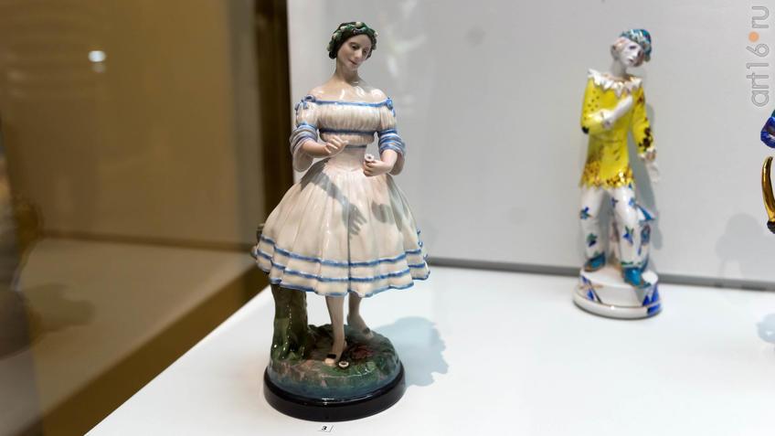 Фото №935849. Скульпткра ''Анна Павлова в роли Жизели'' / скульптура персонажа балета ''Петрушка''
