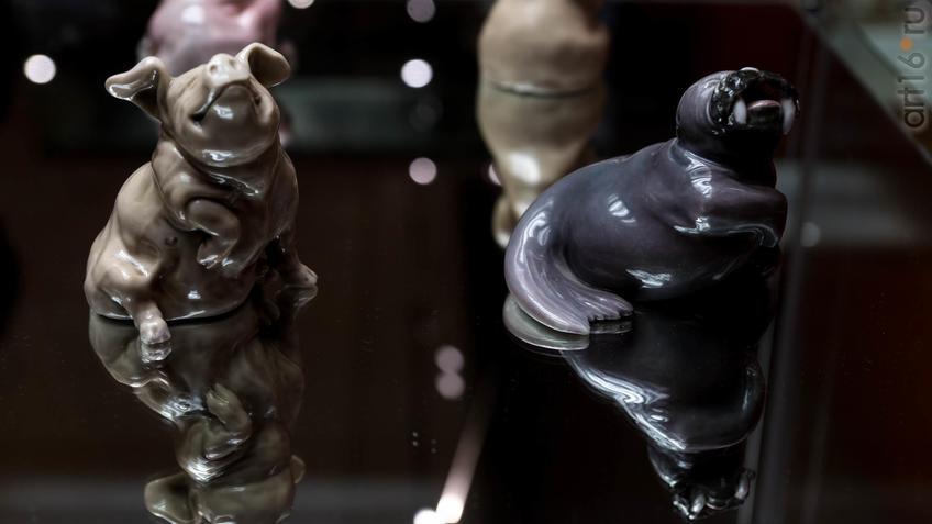 Скульптуры из серии карикатурных животных::Фарфор Петербурга. Под прозрачным льдом глазури