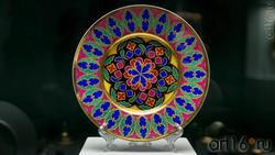 Тарелки десертные с росписью по мотивам готических витражей из сервиза для дворца Коттедж