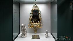 Зеркало в фарфоровой раме/скульптурная группа ''Перед грозой''/ Табакерка/Скульптура ''Амур''