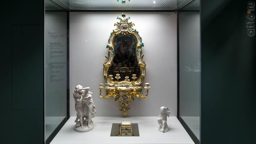 Зеркало в фарфоровой раме/скульптурная группа ʺПеред грозойʺ/ Табакерка/Скульптура ʺАмурʺ::Фарфор Петербурга. Под прозрачным льдом глазури