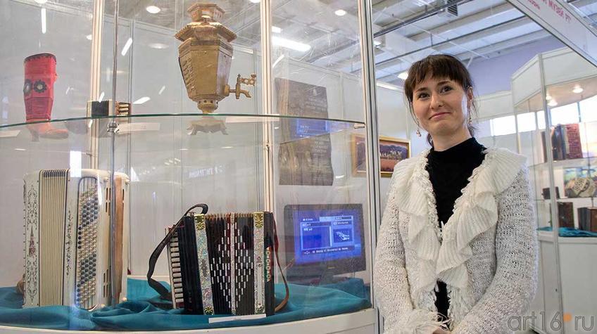Выставка из фондов Национального музея РТ «Гармонь – душа народа…» ::Арт-галерея, Казань — 2012