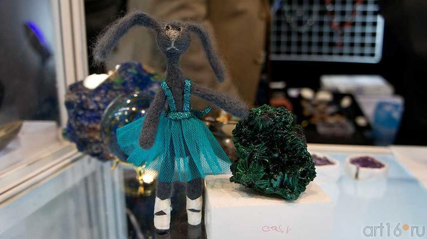Зайка среди минералов Алтая и Сибири::Арт-галерея, Казань — 2012