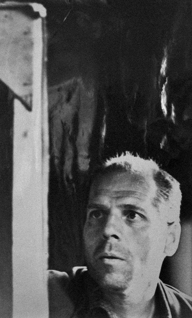 Фото №93973. Алексей  Аникеенок. Момент творчества. 1967. Фотография Фролова Ю.И.
