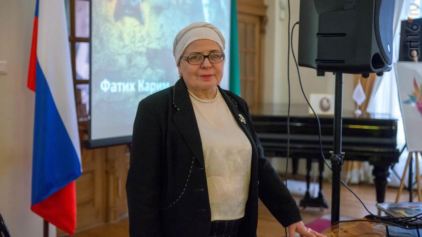 """::На выставке Елены Сунгатовой в """"Библионочь"""" (НМ РТ, 2018.04.21 )"""