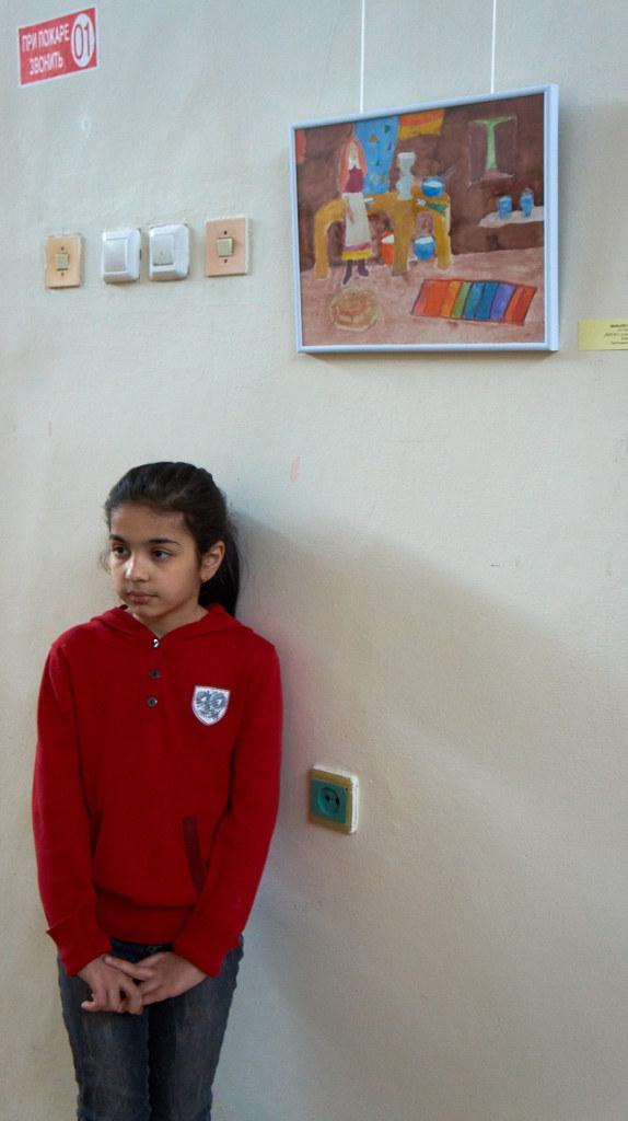 Фото №94636. Шокари Сокина, 10 лет у своего рисунка '' У сепаратора''