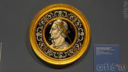 Медальон с изображением императора Тита