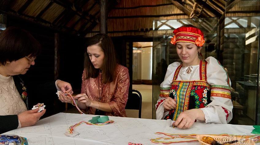 Мастер-класс по изготовлению ярких шнуров-фенечек («кумихимо» и «фингерлуп»)::8 марта 2012. «О, женщина – дар материнства и любви!»