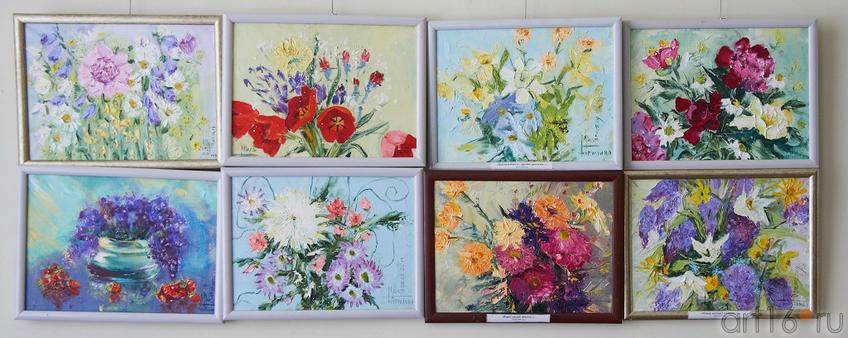 Фрагмент экспозиции выставки  работ Мили Нуруллиной в НМ РТ::8 марта 2012. «О, женщина – дар материнства и любви!»
