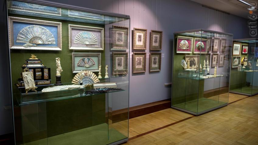 Фото №954391. Фрагмент экспозиции выставки «Веер. Хранитель красоты и тайн…»