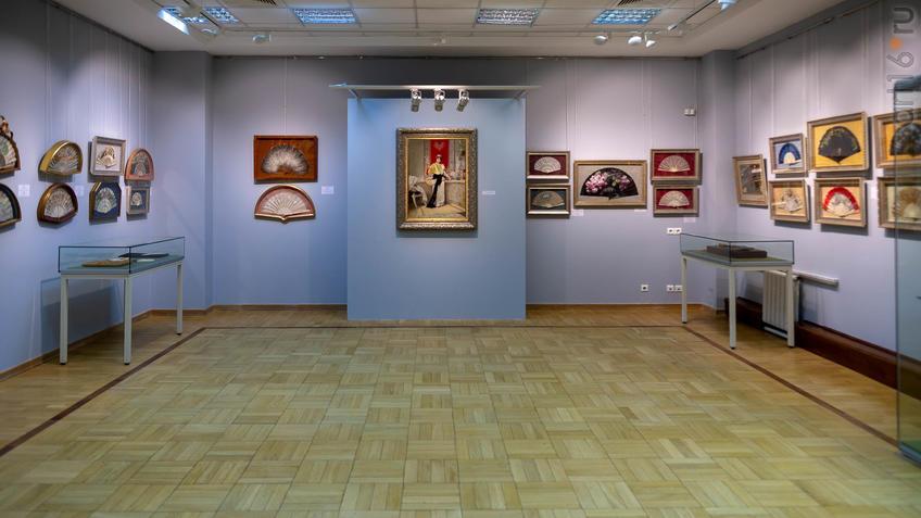 Фото №954411. Фрагмент экспозиции выставки «Веер. Хранитель красоты и тайн…»