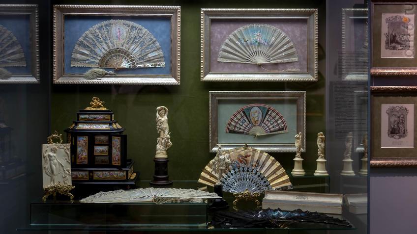 Фото №954416. Фрагмент экспозиции выставки «Веер. Хранитель красоты и тайн…»