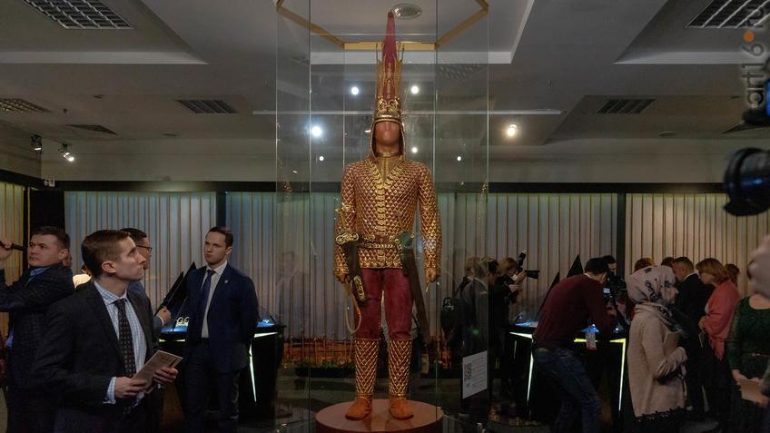 Фото №954497. Реконструкция одеяния и вооружения ''Золотого человека''