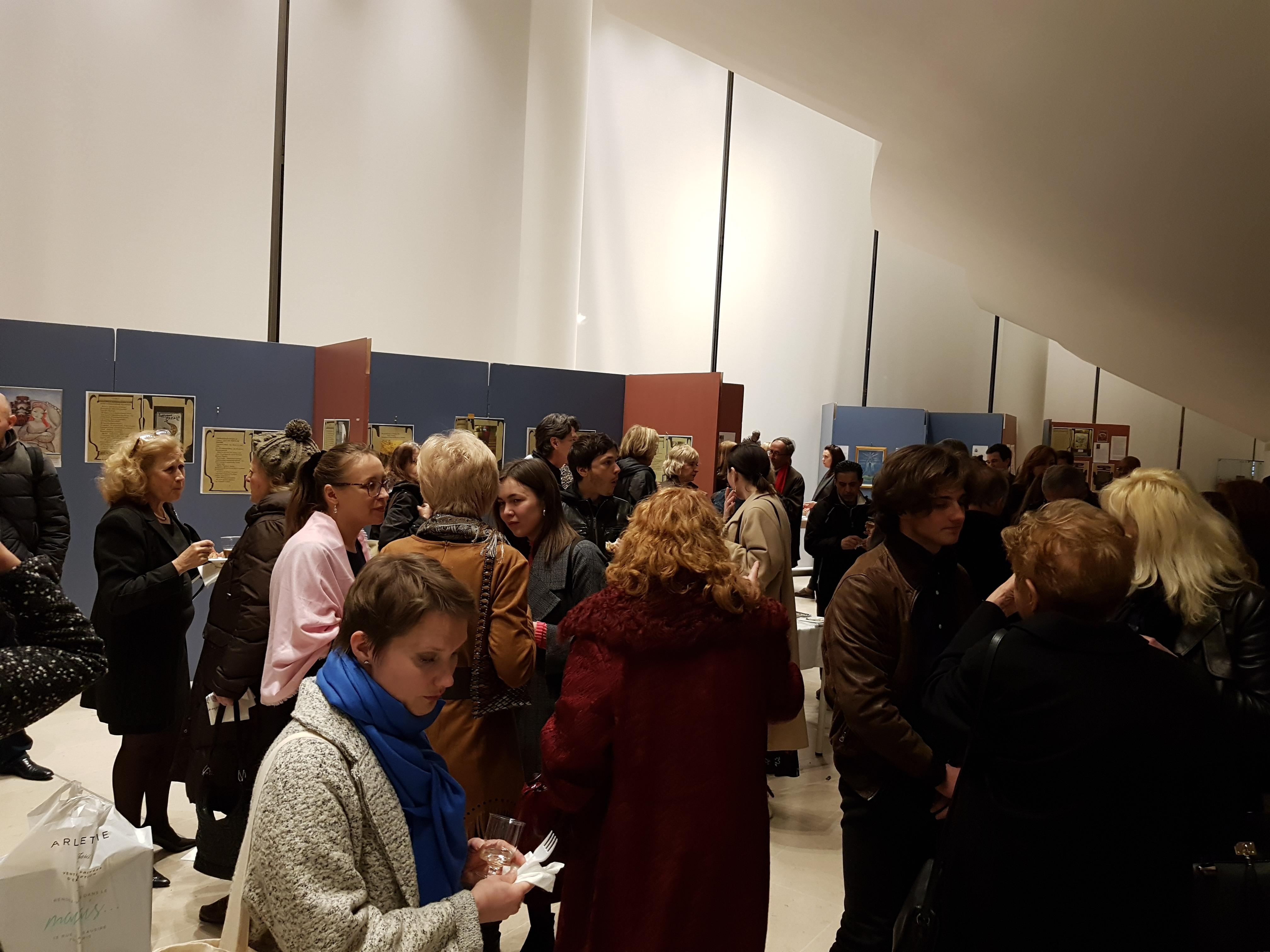 Казанский чак-чак и конфеты - угощение для  гостей выставки::«Чудо-остров Свияжск - культурное наследие Татарстана» в Париже