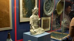 Чаби, жена Хубилай-хана, алтарная портретная скульптура в виде Бодхисаттвы