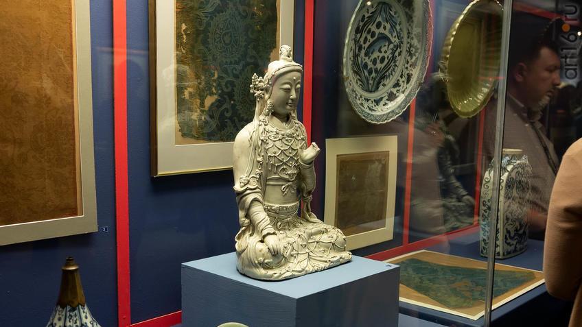 Фото №955556. Чаби, жена Хубилай-хана, алтарная портретная скульптура в виде Бодхисаттвы