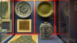 Блюдо /Блюдо /Фрагмент шелка с журавлями и цветами / фрагмент одеяния из шелкового Дамаска /сосуд