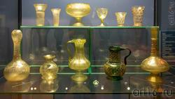 Кубки (1-2) /бокал / бокал /стаканы с налепами /бутыль /фрагмент пресованного стекла / ваза с гербрм султана Бейбарса / бутыль с