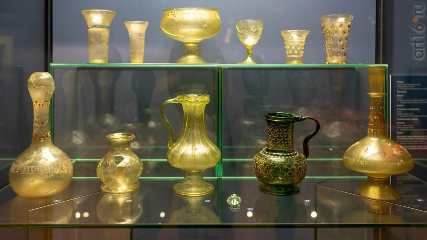 Фото №955586. Кубки (1-2) /бокал / бокал /стаканы с налепами /бутыль /фрагмент пресованного стекла / ваза с гербрм султана Бейбарса / бутыль с