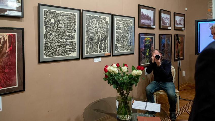 Фрагмент экспозиции выставки Н.Альмеева, посвященный трагедии в Хиросиме (Япония)::03.04.2019 Надир Альмеев «Шум времени»
