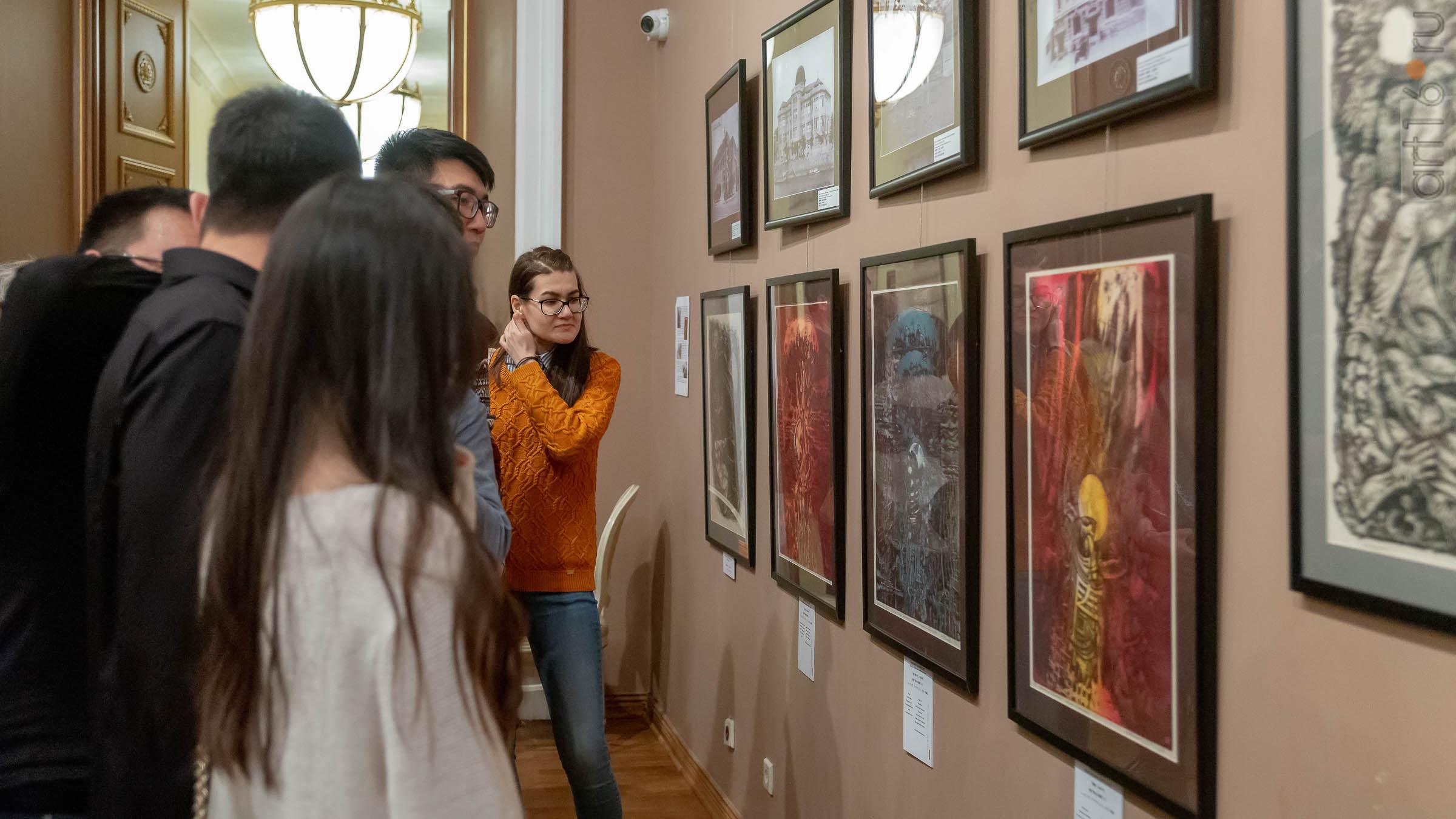 В экспозиции выставки Н.Альмеева «Шум времени»::03.04.2019 Надир Альмеев «Шум времени»