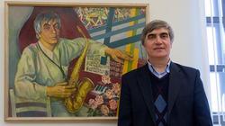Рашид Каримуллин возле своего портрета