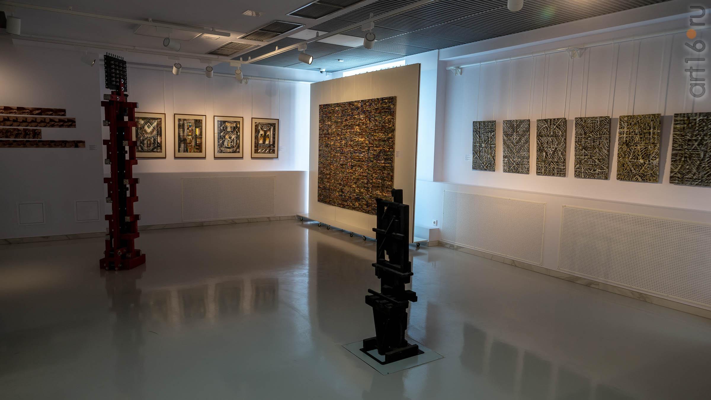 Фрагмент экспозиции выставки художников Дагестана в ГСИ ГМИИ РТ::Transformatio. Современное искусство Дагестана