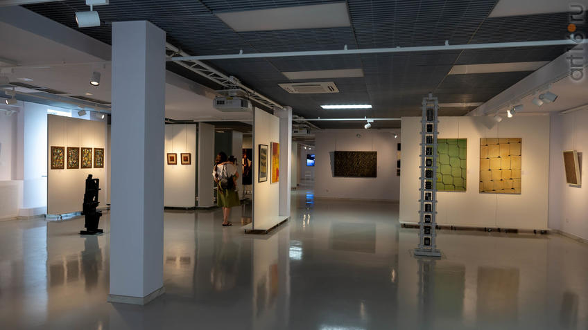 Фото №958705. Фрагмент экспозиции выставки художников Дагестана в ГСИ ГМИИ РТ