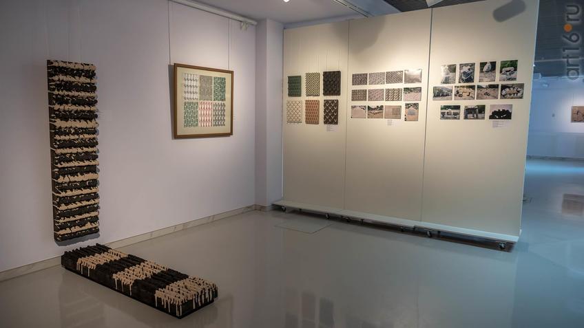 Фрагмент экспозиции  выставки Апанди Магомедова::Transformatio. Современное искусство Дагестана