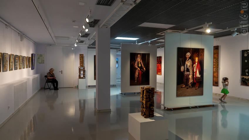 Фото №958755. Фрагмент экспозиции выставки художников Дагестана