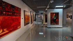 Фрагмент экспозиции выставки художников Дагестана