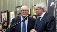 Посол, глава представительства ЕС в России, господин Фернандо М. Валенсуэла с переводчиком