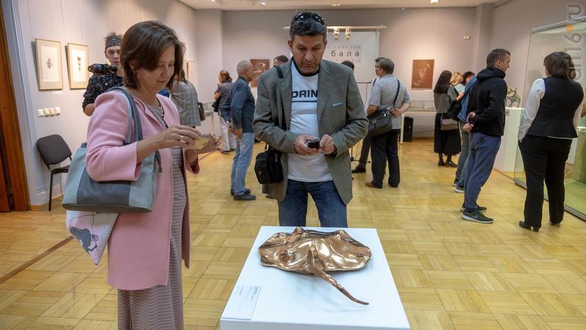 Фото №961105. В экспозиции выставки «Аю бала» Сабирова Альфиза