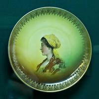 Тарелка с женским портретом. Нач. XX