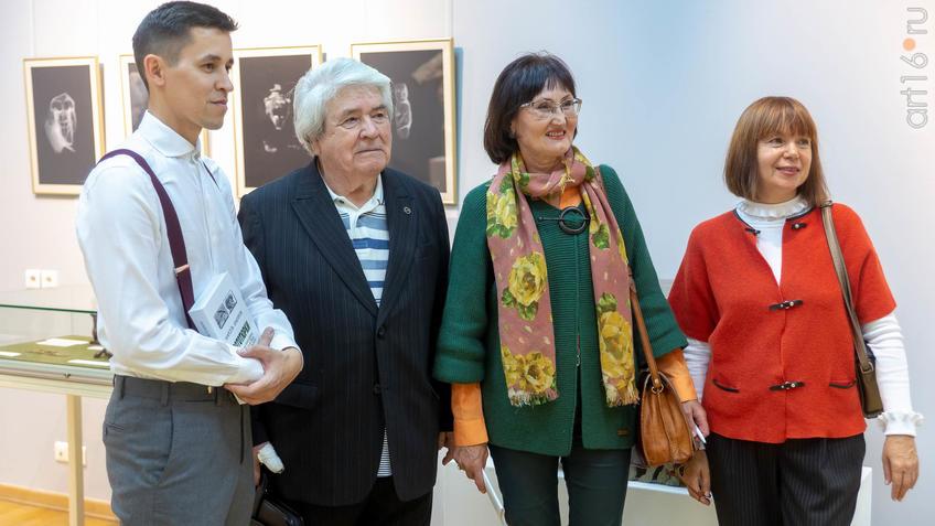 В экспозиции выставки «Аю бала» Сабирова Альфиза::Аю бала. Сабиров Альфиз. Выставка
