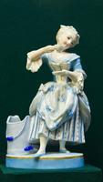 Скульптура ''Дама с чашкой''. 1882-1898