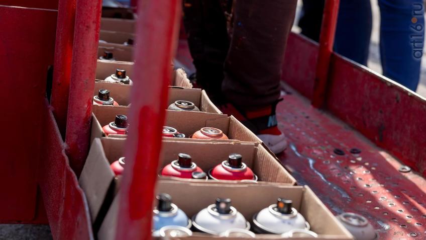 Балончики с краской::Паблик-арт программа «Сказки о золотых яблоках»