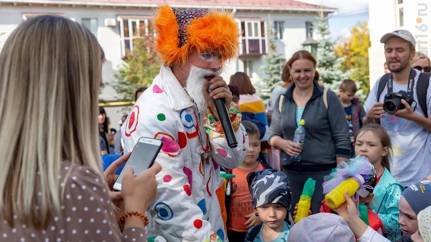 Карнавал «Зайчество» от Упсала-Цирка  (Санкт-Петербург), Альметьевск, 07.09.2019::Паблик-арт программа «Сказки о золотых яблоках»