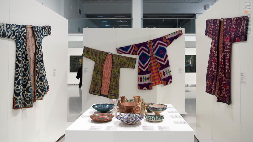 Фото №961736. Экспозиция с изделиями ДПИ (Туркестан)
