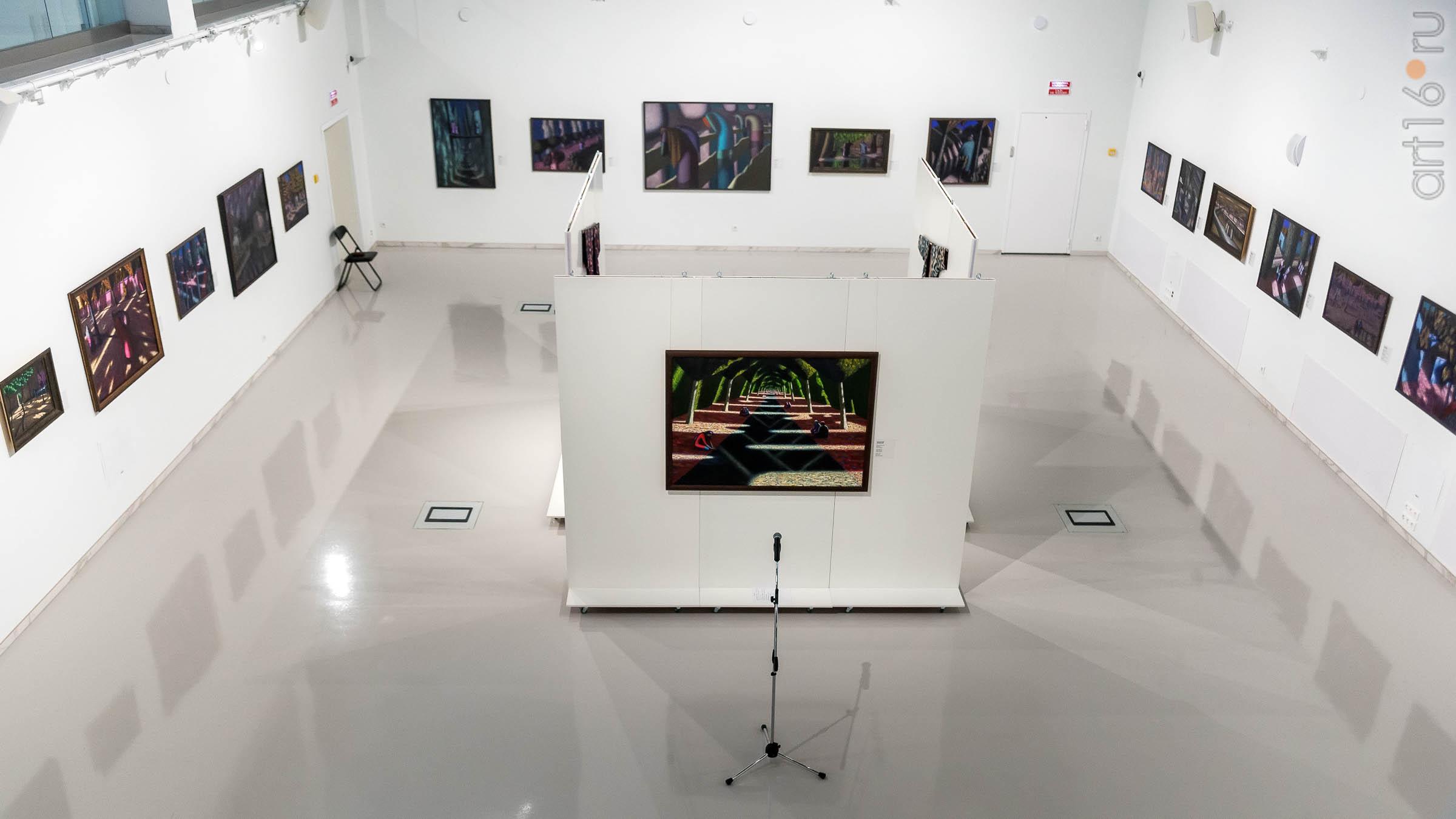 Экспозиция выставки ʺК солнцуʺ А. Акилова::Александр Акилов. К солнцу