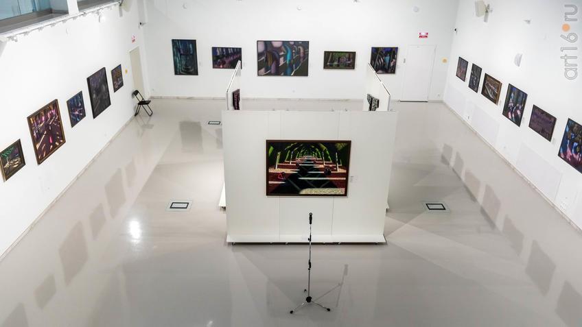 "Фото №961816. Экспозиция выставки ""К солнцу"" А. Акилова"
