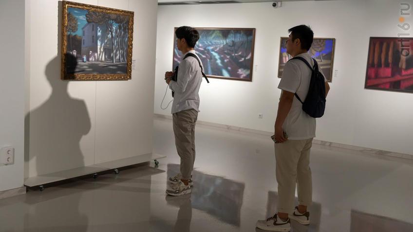 На выставке ʺК Солнцуʺ А. Акилова::Александр Акилов. К солнцу
