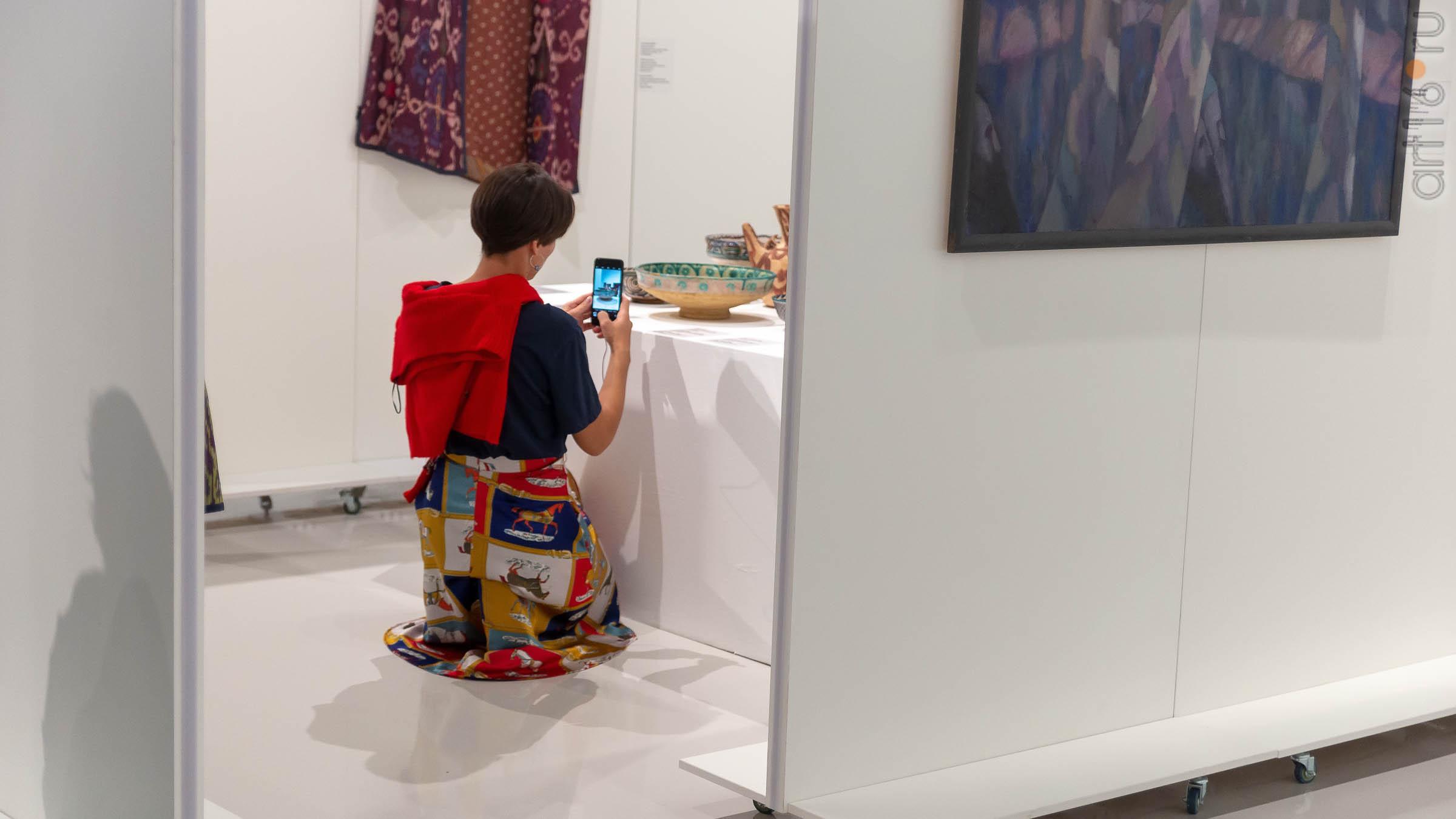 В экспозиции выставки ʺК солнцуʺ А. Акилова::Александр Акилов. К солнцу